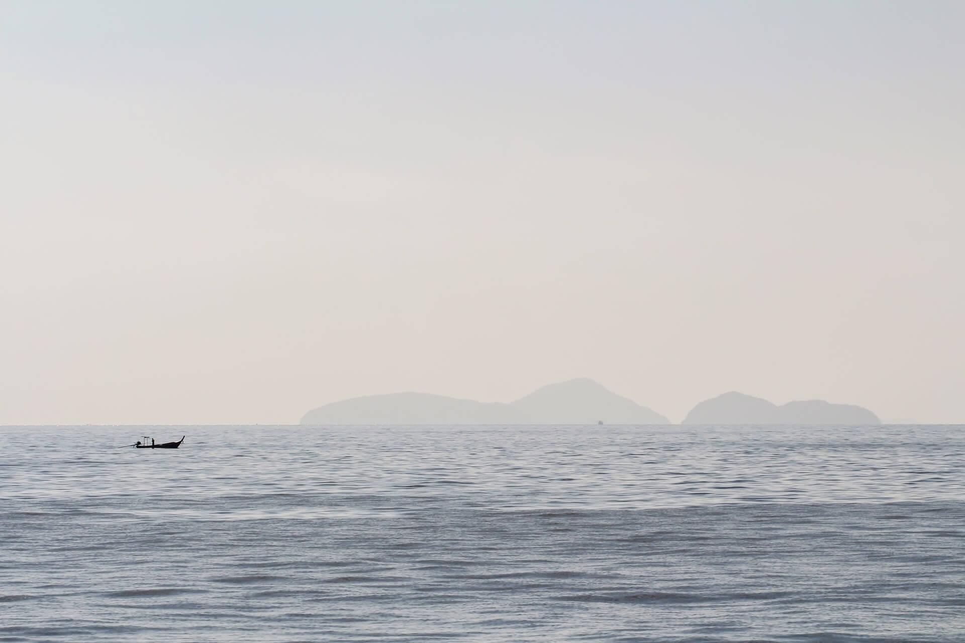 Vue en mer - Photo by Marcus Löfvenberg on Unsplash